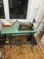 Machine a coudre industrielle /industrial  sewing machine
