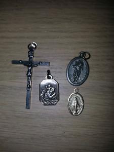 Breloques Sainte,croix et st Christophe,vierge marie, médaillons