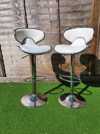 TWO Deluxe Carcaso Bar Stool White Adjustable