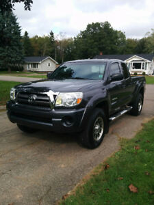 2010 Toyota Tacoma Pickup Truck in excellent condition!