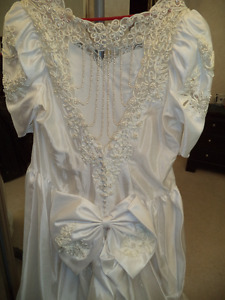 Lovely Off White Bridal Gown with Sweetheart Back