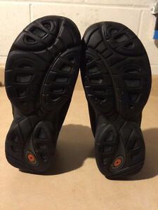 Women's Merrell Warm Shoes Size 6 London Ontario image 3
