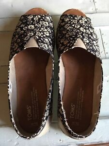 Size 9 TOMS shoes Cambridge Kitchener Area image 5