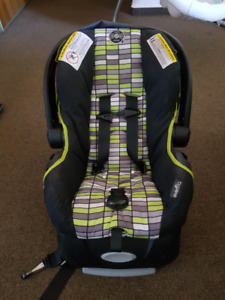 Evenflo infant Carseat and base