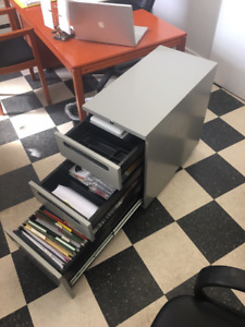 Filière à trois tirroirs / Filing Cabinet with 3 drawers