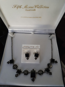 """BNWT, """"Fifth Ave. One of A Kind"""" Jewellry Set"""