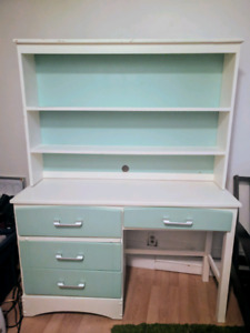 Solid pine wood desk with 3 shelf hutch - can deliver for extra