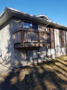 AVAILABLE MAY 1ST- 3 bedroom 4plex close to schools