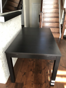 Dining table (very good condition)