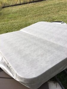 New Hot tub cover 7' x 7'