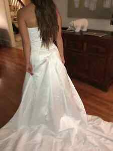 Gorgeous Hand Beeded Crystal Wedding Gown with Cathedral Train West Island Greater Montréal image 7