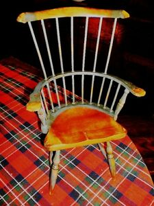 Decorative Small-scale Windsor Chair
