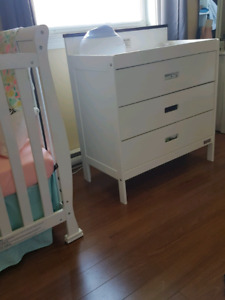 Baby change table/dresser
