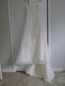 A Must See Never been worn Beautiful gown