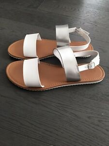 New Women Sandals Size 10 London Ontario image 3