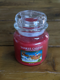Christmas Yankee candle (medium)