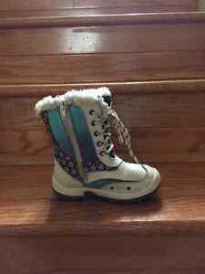 SNOW BOOTS: size 9 girls (Frozen) Belleville Belleville Area image 3