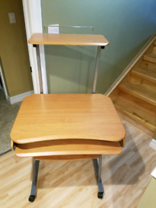 Compact computer desk on locking casters