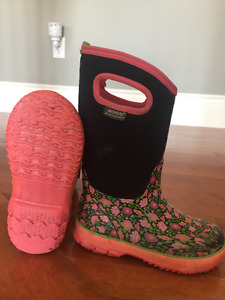 Girls Youth Size 1 Bogs