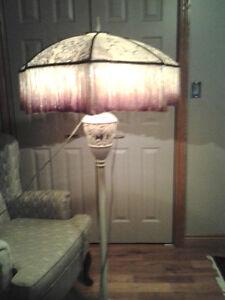 VINTAGE STYLE FLOOR LAMP Windsor Region Ontario image 2