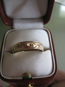 GORGEOUS OLD ENGRAVED 10K YELLOW GOLD WEDDING BAND