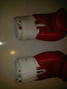 BOXING GLOVES ?? PICK UP ONLY ??