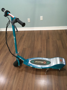 Teenager Razor E200 Electric Scooter