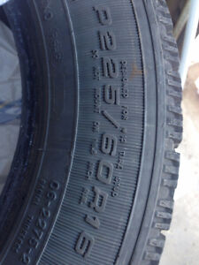 ALL SEASON TIRES - GOOD CONDITION  P225/50 R16