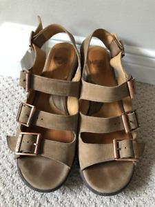 Fluevog Hopeful Sunny Sandals Tan size 9 (fits size 8.5)