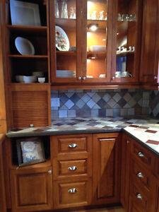 section d'armoires de cuisine en merisier a vendre