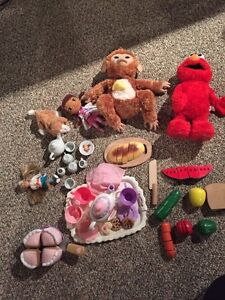 """Toy lot w """"cut able"""" food & Fur Real monkey & kitty Kitchener / Waterloo Kitchener Area image 1"""