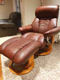 DELIVERY INCLUDED VGC tan soft leather swivel recliner armchair