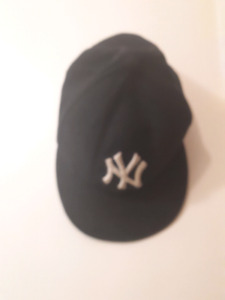 Fitted NY hat
