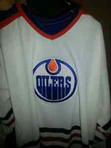 White oilers jersey! ! No name on it no number on it