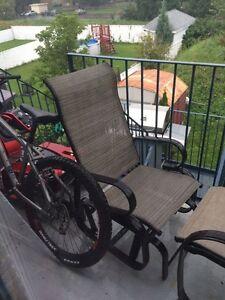 Chaise bercante pour l'extérieur
