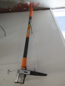 Fiskars Weed Puller (Almost New)