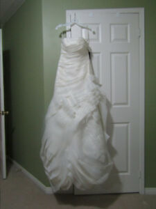 Wedding GownVera Wang: Organza Strapless Long with Flange Skirt