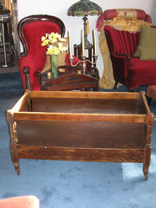 ~~ Antique two tone wood coloured cradle ~~ Kitchener / Waterloo Kitchener Area image 1