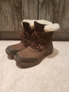 UGG winter boots/ bottes d'hiver