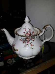 RoyAl Albert Teapots, Old Foley and lots more