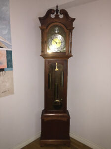 Outstanding Mechanical Grandfather Clock in Mint Condition