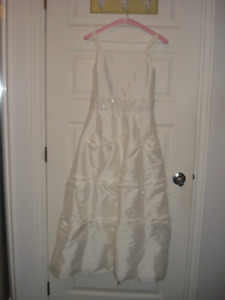 FLOWER GIRL DRESSES AND CRINOLINES - ROBES BOUQUETIERES