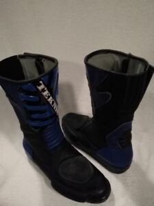 REDUCED Teknic Black/Blue Size 8-8.5