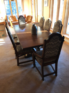 Classic 8-chair Dining Room set and Hutch