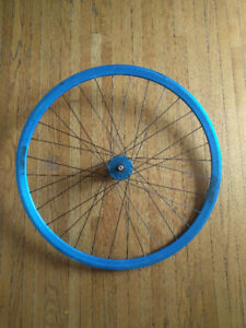 FIXED GEAR Velocity Deep V laced to Phil Wood hub