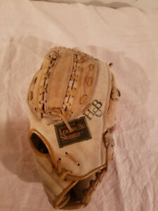 Louisville Slugger Left Hand Baseball Glove