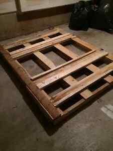 free fire wood skid Oakville / Halton Region Toronto (GTA) image 1