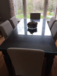 Beautiful Solid mahogany dining table - mint shape