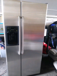 Ge refrigerator and freezer with icemaker side by side 2013