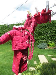 costume d'hiver pour fillette grandeur 12 m,ois